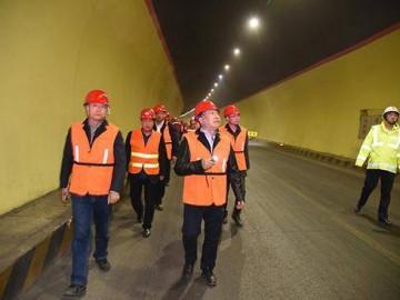 国家道路桥梁质检中心对甘肃折达公路全线进行检测
